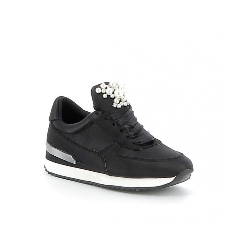 Sneaker satin