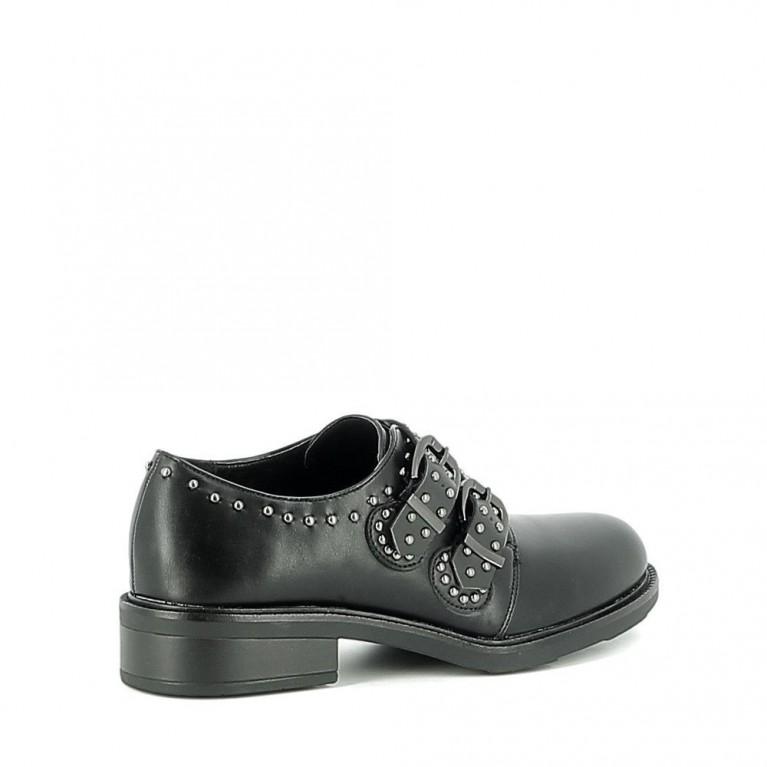 Chaussure basse cloutée